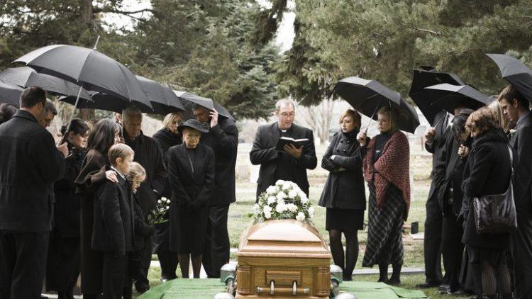 Jak zorganizować godny pogrzeb w Warszawie?